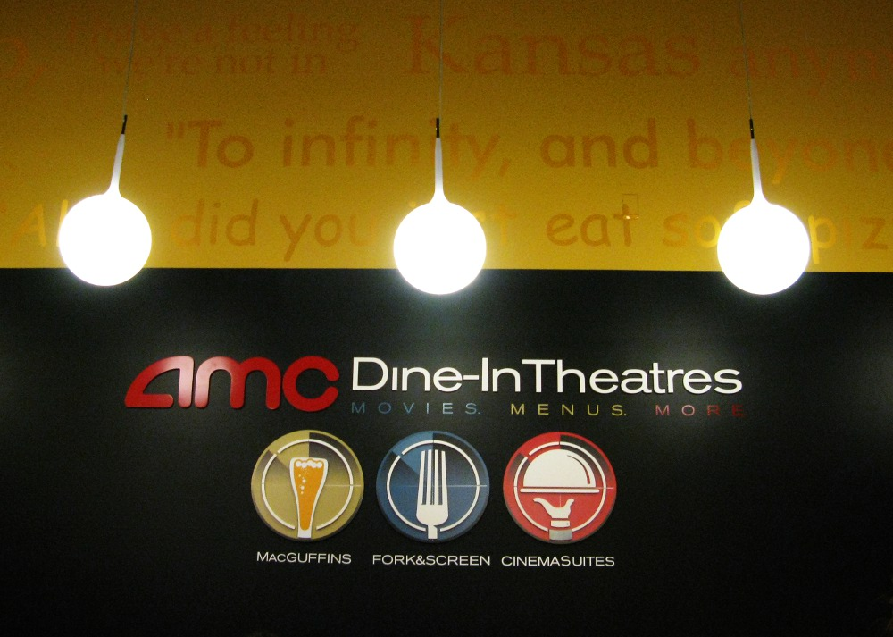 Amc dine in theater opens this weekend in menlo park mall New jersey dine in theatre