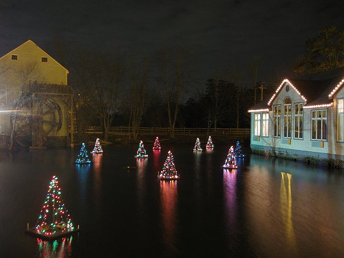 Holiday-Light-Show-in-Smithville-NJ