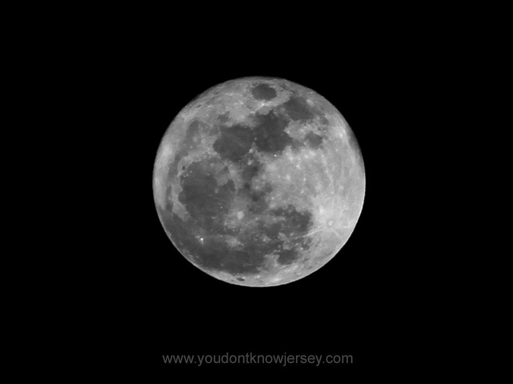 Full-Moon-BW-ydkj