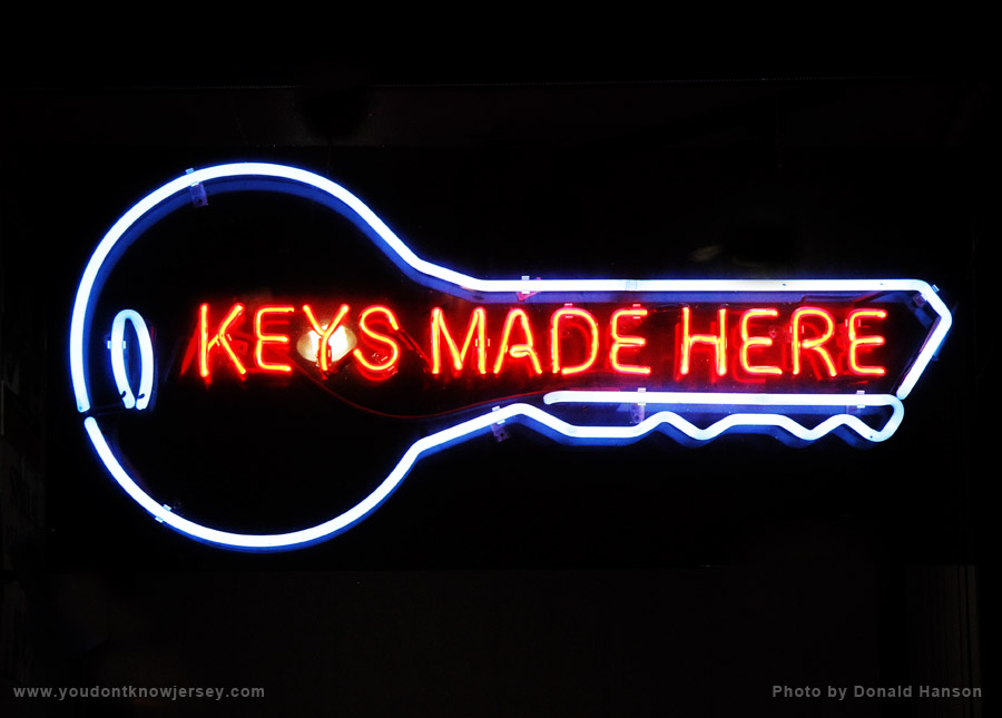 Signs_Keys_Made_Here_9899
