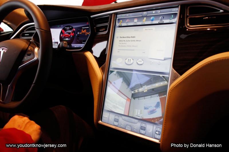 Car_Tesla_Drive_2980