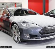 Car_Tesla_Drive_2994