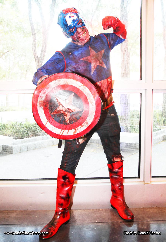 Cosplay_Marvel_Zombies_Captain_America_9638_flat