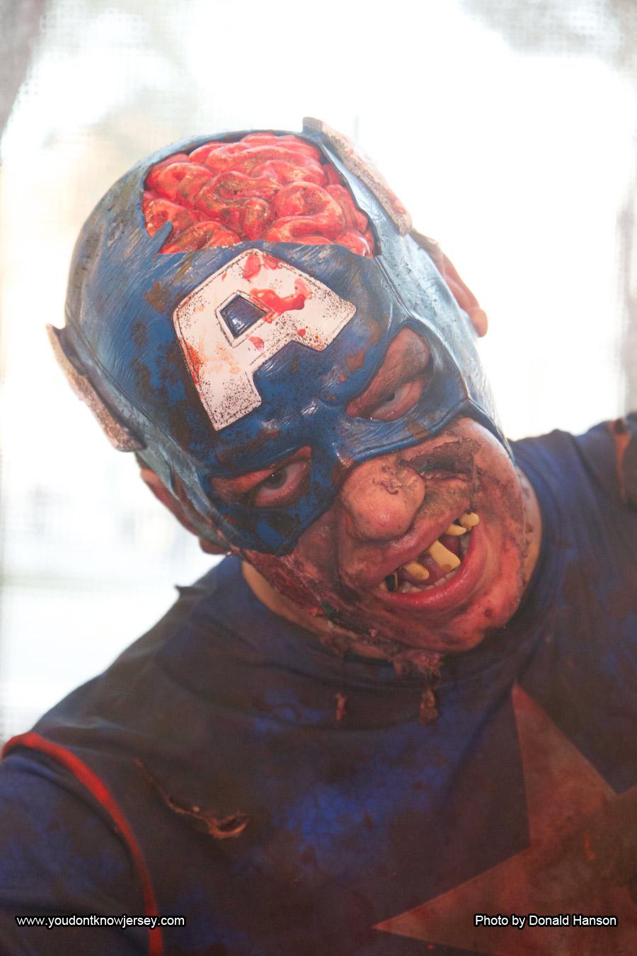 Cosplay_Marvel_Zombies_Captain_America_9641